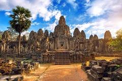 Αρχαία πρόσωπα πετρών στο ηλιοβασίλεμα του ναού Bayon, Angkor Wat Στοκ Εικόνα