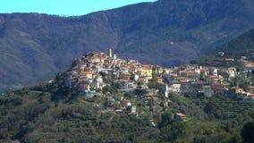 Αρχαία πόλη Perinaldo υψηλή στις Άλπεις στο δυτικό τμήμα της Ιταλίας απόθεμα βίντεο