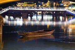 Αρχαία πόλη Fenix στην Κίνα Ιστορικό ασιατικό τοπίο με τα κανάλια νερού, ξύλινα σπίτια, βάρκες γονδολών Στοκ φωτογραφία με δικαίωμα ελεύθερης χρήσης
