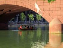Αρχαία πόλη Fenix στην Κίνα Ιστορικό ασιατικό τοπίο με τα κανάλια νερού, ξύλινα σπίτια, βάρκες γονδολών Στοκ Φωτογραφία