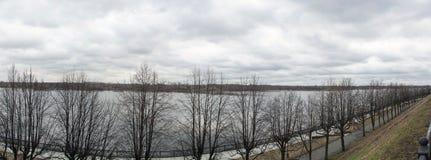 Αρχαία πόλη Yaroslavl στον ποταμό του Βόλγα, Ρωσία στοκ εικόνα με δικαίωμα ελεύθερης χρήσης