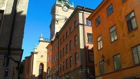 Αρχαία στενή οδός στην κεντρική Στοκχόλμη παλαιά πόλη απόθεμα βίντεο