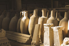 Αρχαία συμπεράσματα και χειροποίητα αντικείμενα στην παλαιά πόλη Πομπηία στην Ιταλία Στοκ Εικόνα