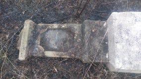 Αρχαία ταφόπετρα, στο εξαφανισμένο νεκροταφείο Στοκ εικόνα με δικαίωμα ελεύθερης χρήσης