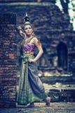 Αρχαία ταϊλανδική γυναίκα στο παραδοσιακό κοστούμι της Ταϊλάνδης Στοκ Εικόνες