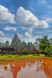 Αρχαία Khmer αρχιτεκτονική Ναός TA Prohm με το γιγαντιαίο banyan δέντρο στο ηλιοβασίλεμα Το Angkor Wat σύνθετο, Siem συγκεντρώνει Στοκ Εικόνες