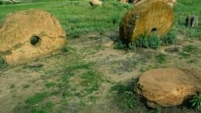 αρχαία millstones δύο απόθεμα βίντεο