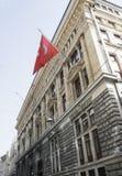 Αρχαίες αρχιτεκτονικές δομές Τουρκική σημαία στοκ εικόνες με δικαίωμα ελεύθερης χρήσης