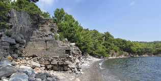 Αρχαίες καταστροφές στο ακρωτήριο Phaselis κοντά σε Kemer Στοκ εικόνες με δικαίωμα ελεύθερης χρήσης