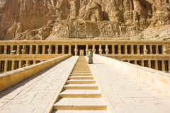 Αρχαίες καταστροφές του μεγάλου ναού Hatshepsut Στοκ φωτογραφία με δικαίωμα ελεύθερης χρήσης