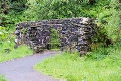 Αρχαίες καταστροφές του παλαιού Grotto ή του Foghouse στο Hill Lochwinnoch Σκωτία Courtshaw στοκ φωτογραφίες
