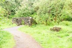 Αρχαίες καταστροφές του παλαιού Grotto ή του Foghouse στο Hill Lochwinnoch Σκωτία Courtshaw στοκ εικόνα με δικαίωμα ελεύθερης χρήσης