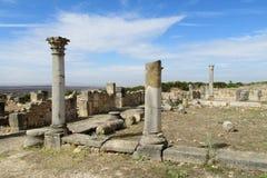 Αρχαίες πόλης καταστροφές, αψίδα και στήλες Volubilis Στοκ Εικόνες
