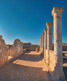 Αρχαίες στήλες ναών στο αρχαιολογικό πάρκο της Kato Πάφος στη λίρα Κύπρου Στοκ εικόνες με δικαίωμα ελεύθερης χρήσης