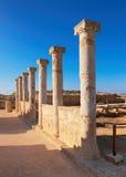 Αρχαίες στήλες ναών στο αρχαιολογικό πάρκο της Kato Πάφος στη λίρα Κύπρου Στοκ φωτογραφία με δικαίωμα ελεύθερης χρήσης