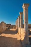Αρχαίες στήλες ναών στο αρχαιολογικό πάρκο της Kato Πάφος στη λίρα Κύπρου Στοκ Φωτογραφία