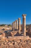 Αρχαίες στήλες ναών στο αρχαιολογικό πάρκο της Kato Πάφος, Cypru Στοκ Εικόνες