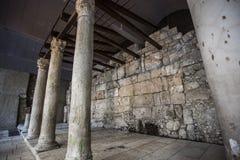 Αρχαίες στήλες της παλαιάς οδού φορτίου στην Ιερουσαλήμ Στοκ Φωτογραφία