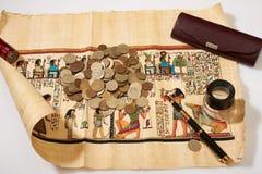 Αρχαίος αιγυπτιακός πάπυρος και πολλοί Στοκ φωτογραφία με δικαίωμα ελεύθερης χρήσης