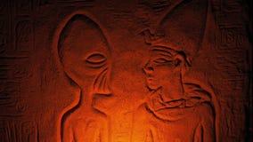 Αρχαίος αλλοδαπός τοίχος που χαράζει τον τάφο εσωτερικών LIT επάνω φιλμ μικρού μήκους