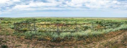 Αρχαίος ενταφιασμός Tengrian στο έδαφος του αρχαιολογικού μνημείου terekty-Aulie Στοκ Εικόνες