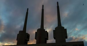 Αρχαίος θερμικός σταθμός παραγωγής ηλεκτρικού ρεύματος σε Sant Adria, επαρχία της Βαρκελώνης Υπερβολικό σφάλμα απόθεμα βίντεο
