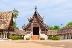 Αρχαίος και προεξέχων ναός Kwen τόνου Wat σε Chiang Mai Στοκ Εικόνες