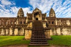 Αρχαίος ναός ενάντια σε έναν όμορφο ουρανό Angkor Wat, Καμπότζη Στοκ Εικόνες