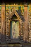 Αρχαίος ξύλινος ναός παραθύρων στοκ φωτογραφία