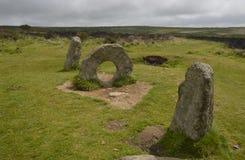 Αρχαίος πέτρινος σχηματισμός, που καλείται άτομο-ένας-Tol κοντά σε Zennor, Κορνουάλλη Στοκ εικόνα με δικαίωμα ελεύθερης χρήσης