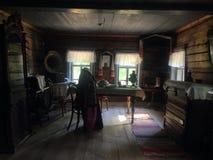 αρχαίος ρωσικός ξύλινος της Ρωσίας κούτσουρων καλυβών εξοχικών σπιτιών Στοκ Εικόνες
