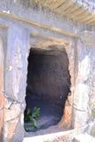 Αρχαίος τάφος βράχου Στοκ εικόνες με δικαίωμα ελεύθερης χρήσης