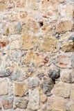 Αρχαίος τοίχος πετρών, χρώμα πιπεροριζών Τεκτονική των παλαιών πετρών και των τούβλων Όμορφη ανασκόπηση Στοκ Εικόνες