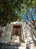 Αρχαίο άγαλμα του Βούδα στο βουδιστικό ναό Στοκ Φωτογραφία