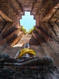 Αρχαίο άγαλμα του Βούδα στο βουδιστικό ναό Στοκ Εικόνες