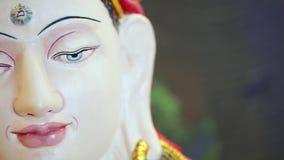 Αρχαίο άσπρο βουδιστικό άγαλμα - Βούδας φιλμ μικρού μήκους