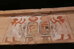 Αρχαίο αιγυπτιακό άγαλμα βασιλιάδων, μουσείο Luxor στην Αίγυπτο Στοκ Εικόνα