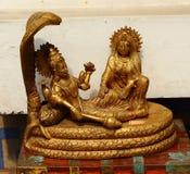 Αρχαίο επιχρυσωμένο άγαλμα Krishna Cobra Ινδία στοκ εικόνα