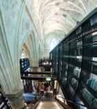 Αρχαίο εσωτερικό βιβλιοθήκης στοκ φωτογραφία με δικαίωμα ελεύθερης χρήσης