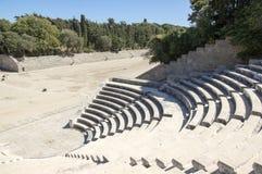 Αρχαίο θέατρο και στάδιο, μικρό μάρμαρο odeon με τα καθίσματα και σκαλοπάτι στη μορφή κύκλων Στοκ Φωτογραφία
