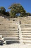 Αρχαίο θέατρο, μικρό μάρμαρο odeon με τα καθίσματα και σκαλοπάτι στη μορφή κύκλων Στοκ φωτογραφία με δικαίωμα ελεύθερης χρήσης
