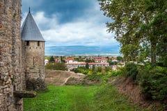 Αρχαίο κάστρο του φρουρίου του Carcassonne που αγνοεί τη νότια επαρχία της Γαλλίας Στοκ φωτογραφίες με δικαίωμα ελεύθερης χρήσης