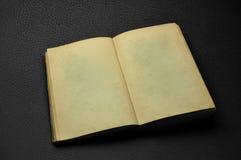 αρχαίο κενό βιβλίο που αν&o στοκ εικόνα με δικαίωμα ελεύθερης χρήσης