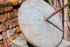 Αρχαίο κινεζικό ηλιακό ρολόι έξω σε μια παλαιά πόλη Στοκ Εικόνες