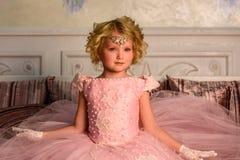 αρχαίο κορίτσι φορεμάτων Στοκ φωτογραφία με δικαίωμα ελεύθερης χρήσης