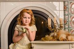 αρχαίο κορίτσι φορεμάτων Στοκ εικόνα με δικαίωμα ελεύθερης χρήσης