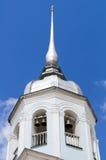 αρχαίο λευκό πύργων κουδουνιών Στοκ φωτογραφία με δικαίωμα ελεύθερης χρήσης