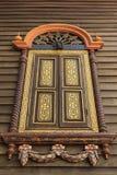 Αρχαίο ξύλινο παράθυρο γλυπτικής Στοκ φωτογραφία με δικαίωμα ελεύθερης χρήσης