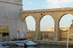 Αρχαίο οχυρό ST Angelo γεφυρών πετρών στοκ φωτογραφία