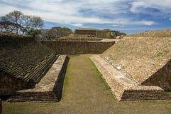 Αρχαίο παιχνίδι stadium huego de pelota σφαιρών του Alban Oaxaca Μεξικό Monte Στοκ Εικόνα